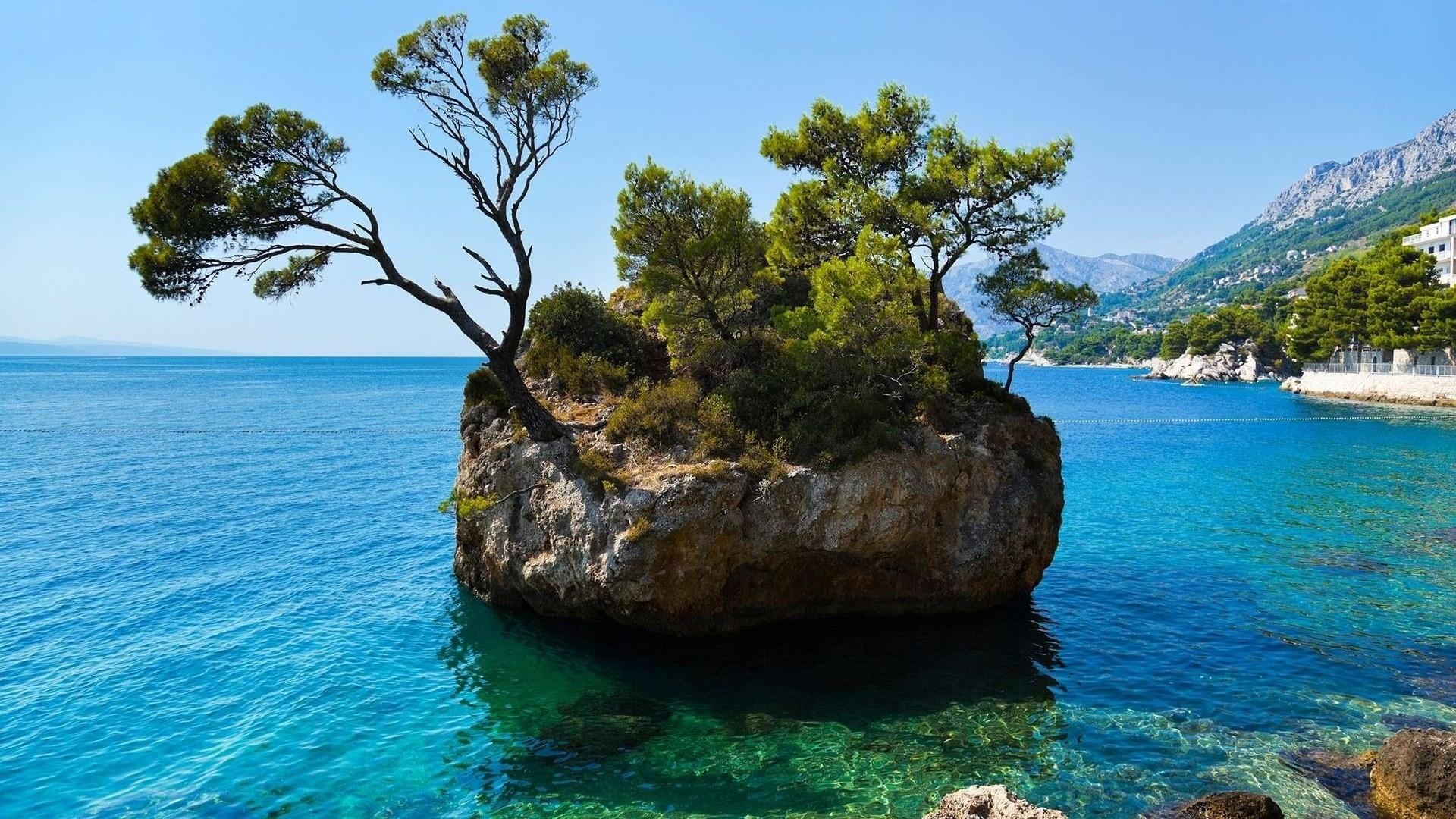 маленькие острова среди гор  № 253216 бесплатно